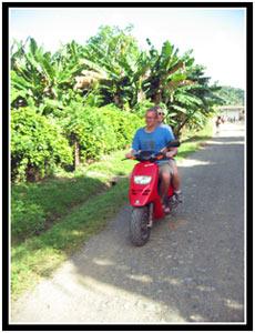 Michael and Bonnie cruising around Baracoa (25k image)