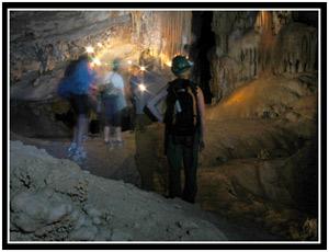 Cave tour in El Cueva de Santo Tomás (25k image)
