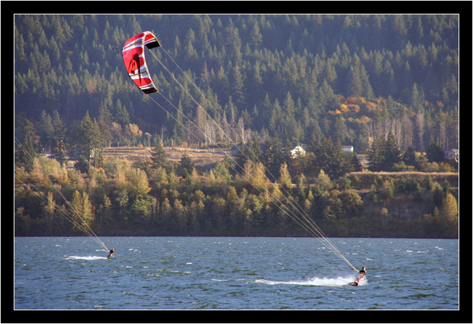 Kiteboarders on the Columbia